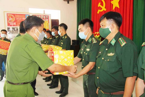 Tân Châu vừa chống dịch, vừa giúp đỡ hộ nghèo