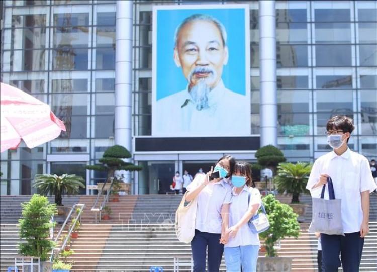 Khoảng 8.000 học sinh Hà Nội thi vào lớp 10 chuyên và song bằng