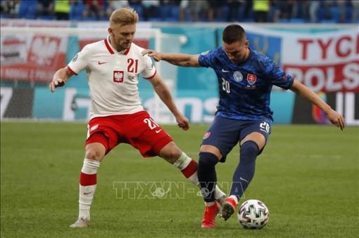 EURO 2020: Chơi thiếu người, Ba Lan thua Slovakia