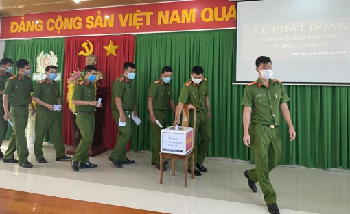 Công an huyện Phú Tân phát động tham gia ủng hộ quỹ Vaccine phòng, chống dịch bệnh COVID-19