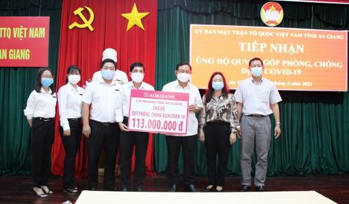 Ngân hàng TMCP Kiên Long, Ngân hàng Nông nghiệp và Phát triển nông thôn chi nhánh An Giang ủng hộ 313 triệu đồng phòng, chống dịch bệnh COVID-19