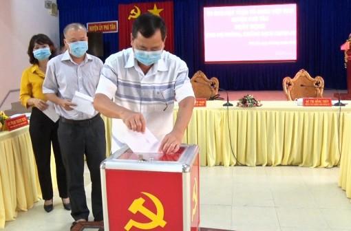Ban Thường trực UBMTTQVN huyện Phú Tân phát động ủng hộ phòng, chống dịch bệnh COVID-19