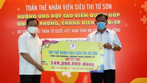Nhân viên Công ty TNHH Tứ Sơn Châu Đốc ủng hộ 149,5 triệu đồng phòng, chống dịch bệnh COVID-19