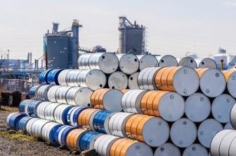 Giá dầu hôm nay 18-6: Nhiều sức ép, giá dầu lao dốc