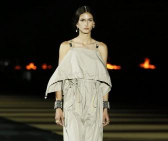 Cùng đến với Hy Lạp mùa hè này với Dior Cruise 2022
