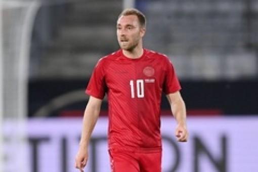 Eriksen xuất viện sau phẫu thuật, đến thăm tuyển Đan Mạch