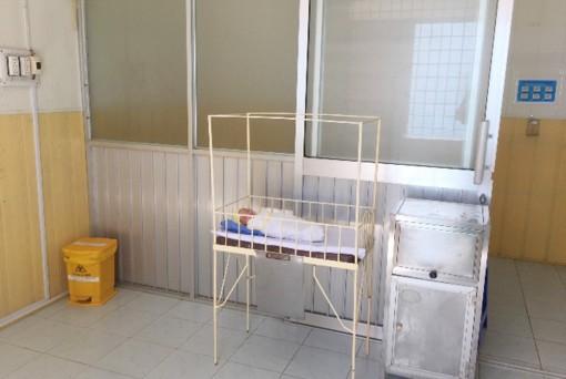 2 bé sơ sinh đầu tiên ra đời trong khu cách ly ở An Giang