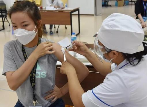 Bộ Y tế lưu ý đối tượng cần thận trọng tiêm vắc-xin Covid-19