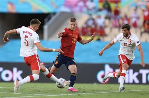 Lewandowski khai hỏa, Ba Lan cầm chân Tây Ban Nha
