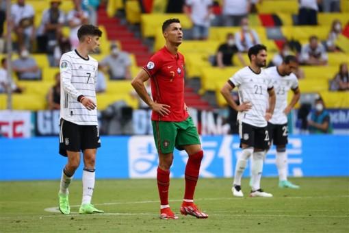 Vì sao đương kim vô địch Bồ Đào Nha thảm bại trước Đức?
