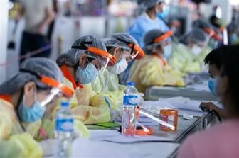 Dịch COVID-19: Lào bắt đầu tiêm vaccine cho người trên 60 tuổi