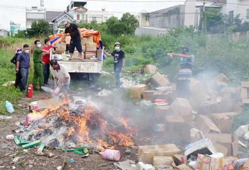 Tiêu hủy hơn 9.600 sản phẩm hàng hóa nhập lậu