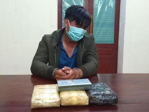 Bắt đối tượng vận chuyển số lượng lớn ma túy ở khu vực biên giới