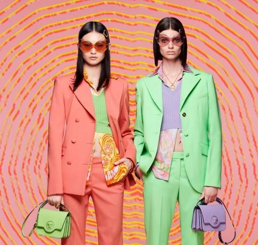 Versace Resort 2022 mang đến niềm vui thuần khiết mùa hè
