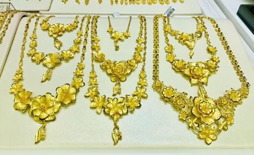 Giá vàng hôm nay 23-6: USD treo cao, vàng chao đảo vì Fed