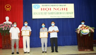 Bảo hiểm xã hội An Giang khen thưởng và hỗ trợ người tham gia BHXH tự nguyện