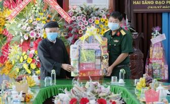 Bộ Chỉ huy Quân sự tỉnh An Giang thăm, chúc mừng Ban Trị sự Trung ương Giáo hội Phật giáo Hòa Hảo