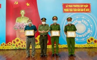 Giám đốc Công an tỉnh An Giang khen thưởng đột xuất 3 cá nhân truy bắt trộm