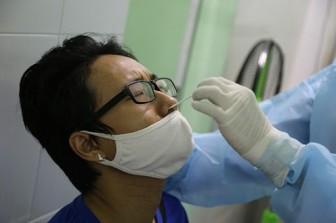 Bệnh nhân nội trú xét nghiệm COVID-19 định kỳ 7 ngày/lần