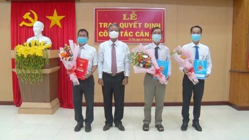 Tri Tôn trao quyết định điều động, bổ nhiệm 3 công chức lãnh đạo, quản lý