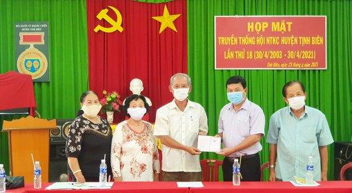 Tịnh Biên: khen thưởng đột xuất cá nhân, tổ chức thực hiện tốt công tác phòng, chống dịch COVID-19