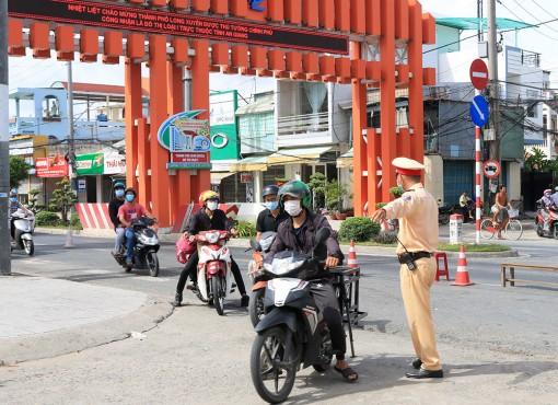 Kiểm soát phương tiện xe môtô tại cửa ngõ vào An Giang