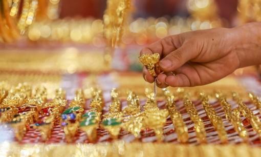 Giá vàng hôm nay 10-7: Tiếp tục tăng mạnh