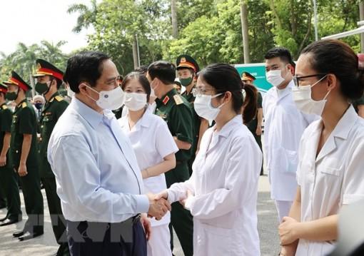 Thủ tướng: Nhiều người muốn ưu tiên vaccine cho nơi dịch bệnh phức tạp