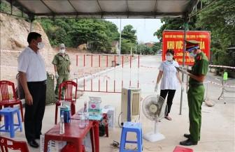 'Xé rào' Chỉ thị 16 để xem bóng đá, hai người dương tính với SARS-COV-2