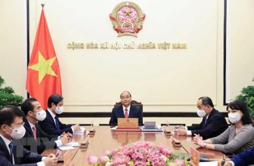 Chủ tịch nước Nguyễn Xuân Phúc điện đàm với Tổng thống Romania