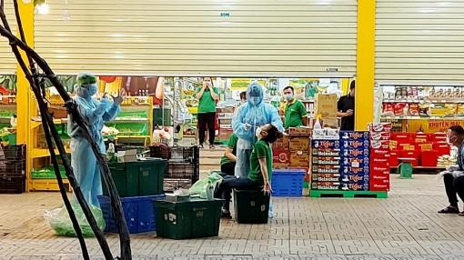 Tất cả các trường hợp tiếp xúc tài xế giao hàng siêu thị Bách Hóa Xanh đều âm tính với COVID-19