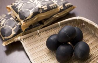 """Đặc sản trứng đen sì chín không cần lửa, được xem là """"bí quyết trường thọ"""""""