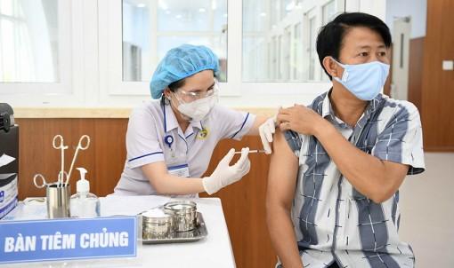 TP.HCM tiêm vắc xin COVID-19 đợt 5, người lớn tuổi và bệnh nền được tiêm