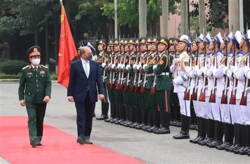 Bộ trưởng Quốc phòng Anh và Bắc Ireland thăm chính thức Việt Nam
