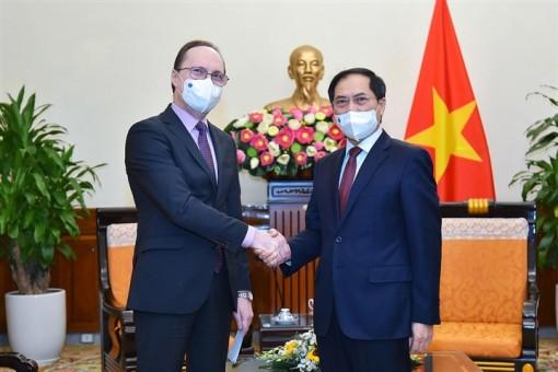 Nga sẵn sàng chuyển giao công nghệ sản xuất vaccine COVID-19 cho Việt Nam
