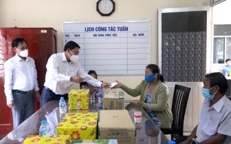 An Phú tặng quà gia đình chính sách nhân ngày Thương binh - Liệt sĩ 27-7
