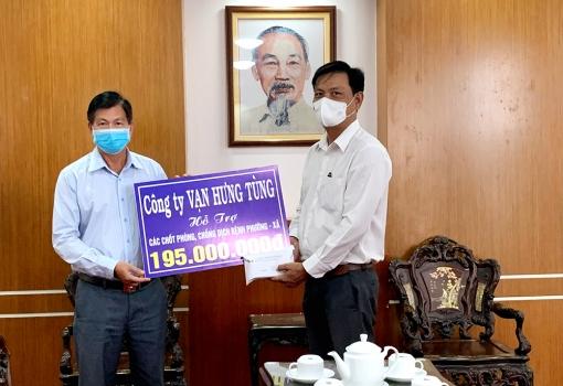 Công ty TNHH MTV Môi trường Vạn Hưng Tùng hỗ trợ 490 triệu đồng phòng, chống dịch COVID-19