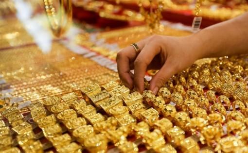 Giá vàng hôm nay 24-7: Chịu áp lực của đồng USD, vàng giảm giá