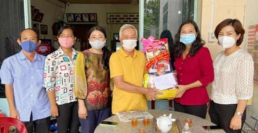 Bí thư Thành ủy, Chủ tịch UBND TP. Long Xuyên thăm, tặng quà gia đình chính sách nhân ngày Thương binh- Liệt sĩ 27-7
