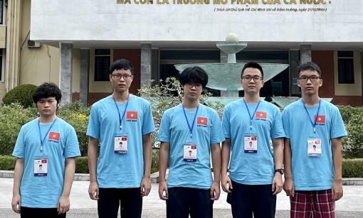 Ba thí sinh giành huy chương Vàng Olympic Vật lý quốc tế 2021