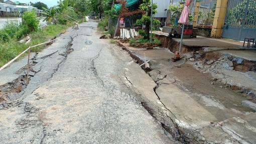 Đo đạc địa hình đáy kênh Cây Dương khu vực sạt lở, sụp, lún đất bờ kênh ấp Chánh Hưng, xã Bình Long