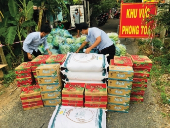 Châu Phú hỗ trợ người dân vượt qua giai đoạn khó khăn