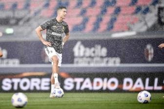 """Ronaldo """"chiến tranh lạnh"""" với Juventus: Cơ hội cho nhà giàu PSG"""
