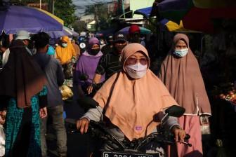 Ca tử vong cao, Indonesia vẫn nới lỏng biện pháp phòng chống COVID-19