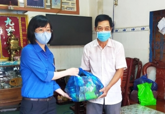"""Tuổi trẻ huyện Phú Tân thực hiện các hoạt động """"Uống nước nhớ nguồn"""""""