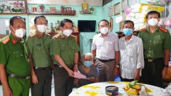 Thăm các gia đình chính sách tại huyện Tịnh Biên nhân kỷ niệm 74 năm ngày Thương binh – Liệt sĩ