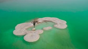 Đảo muối kỳ lạ nổi bồng bềnh ở Biển Chết