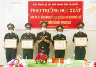 Bộ Tư lệnh Bộ đội Biên phòng trao thưởng đột xuất lực lượng tham gia đấu tranh chuyên án AG421