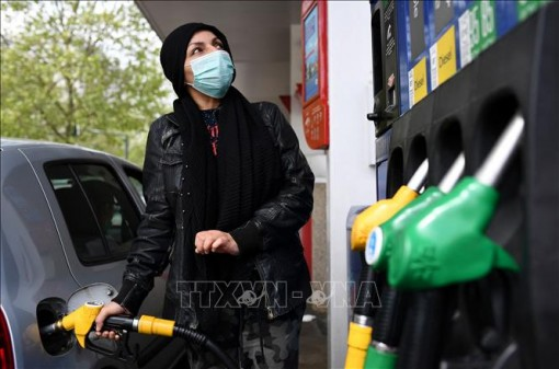 Giá dầu thế giới giảm nhẹ trong phiên 27-7