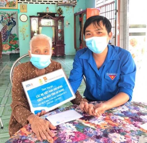 BIDV chi nhánh An Giang thăm, tặng quà các mẹ Việt Nam Anh hùng nhân kỷ niệm 74 năm ngày Thương binh - Liệt sĩ